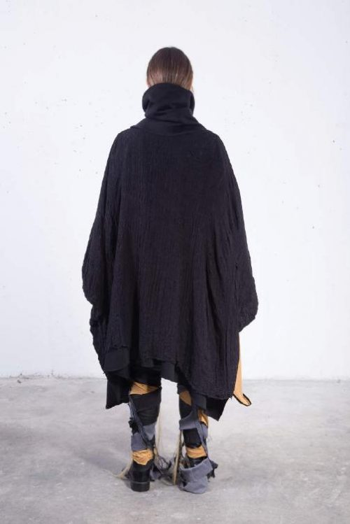 Poncho long high neck drapping distressed / black-gold